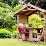 Беседка деревянная: какую форму можно выбрать для дачи